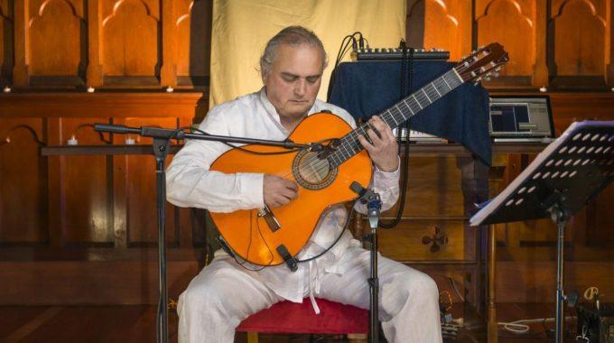 Thomas Lorenzo Melbourne Guitar Teacher In Concert