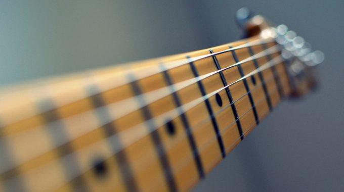 5-questions-beginner-guitar